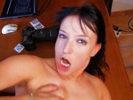 Vidéo porno mobile : Une bourgeoise à gros seins secouée